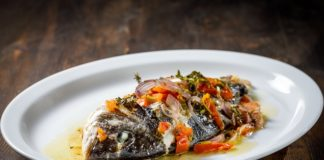 Μια διαφορετική συνταγή για να μαγειρέψετε την τσιπούρα