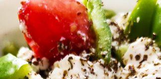Χωριάτικη σαλάτα, το απόλυτο καλοκαιρινό γεύμα